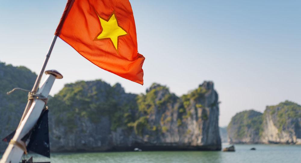 媒体:越南海警队扣留一艘涉嫌越境的中国游轮