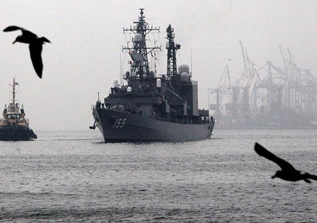 日本军舰抵达菲律宾苏比克湾接近争议海域