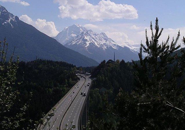 布伦内罗山口 (奥地利意大利两国边境)