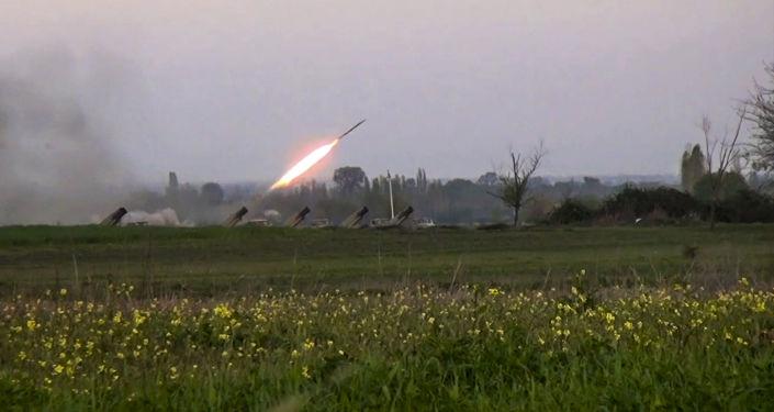 纳卡军方称阿塞拜疆自2016年来首次使用火箭炮