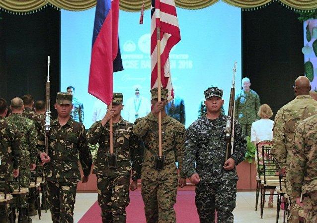 """菲律宾与美国每年一度的""""肩并肩""""(Balikatan)联合军事演习"""