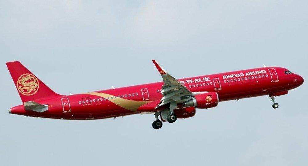 """消息称:""""伊尔库茨克-上海航线采用空客A320机型执飞,计划在6月20日至10月29日期间每周往返三次。""""吉祥航空将借此首度进军俄罗斯市场。根据公司网站,目前公司尚未与俄开通任何一条航线。吉祥航空公司是上海均瑶有限公司的子公司,总基地设在上海浦东机场和虹桥机场。吉祥航空是一家廉价航空公司,主营国内航线,但也执飞前往韩国济州岛、江原道及泰国曼谷、普吉岛、清迈的国际航线。公司现有35架A320型客机。"""