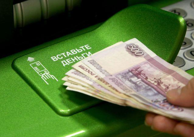 民调:四分之三俄罗斯公民不满于自己的工资