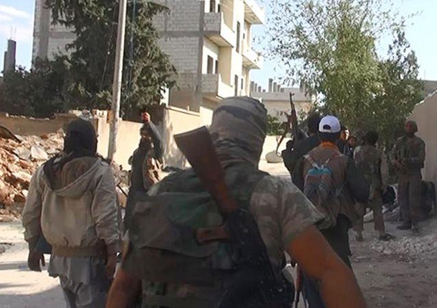 叙霍姆斯省的武装分子向政府军交出7挺大口径机枪