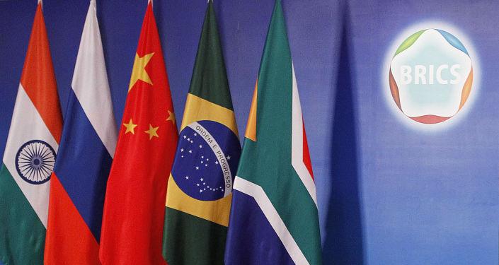 """中国外长:中方将与各国共同打造金砖合作机制的第二个""""金色十年"""""""