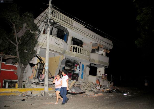 厄瓜多尔扣公民一天工资以筹集赈灾款