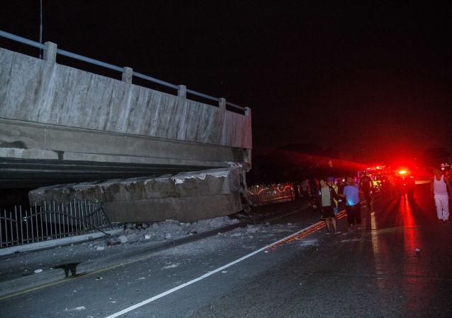 媒体:厄瓜多尔地震死亡人数达246人 逾2500人受伤