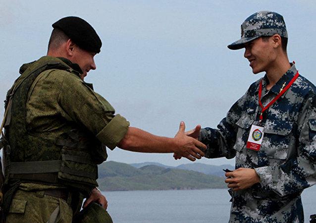 """俄罗斯总统新闻秘书表示,中国参加""""东方-2018""""战略军演 ,这表明莫斯科和北京的互动不断扩大。"""