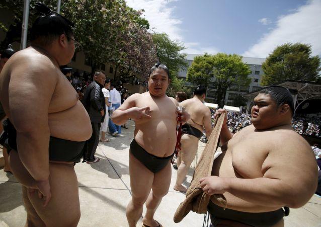 媒体:日本首个裸体主义者餐厅拒绝老人和胖人进入