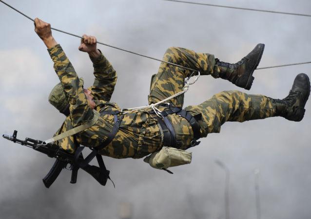 俄国防部:2016年东部军区新增1.5万名合同兵