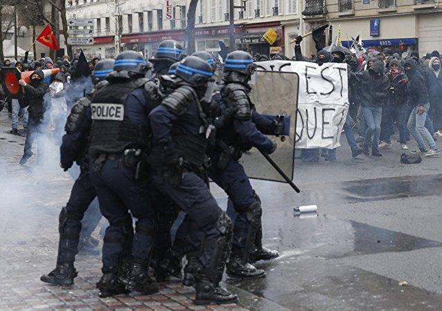 媒体:法国警方在巴黎市中心的骚乱中逮捕超过10人