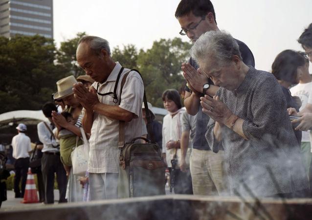 日本向原子弹轰炸广岛的死者致哀