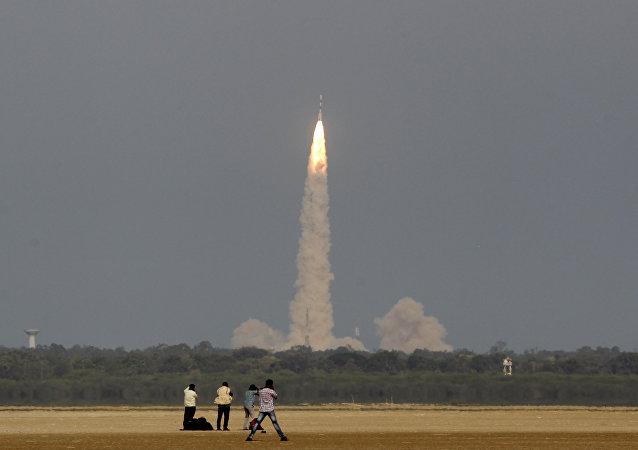 媒体:印度火箭将同时向轨道发射多颗卫星 创下新纪录