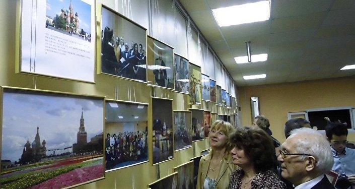 《莫斯科的中国人和中国人眼里的莫斯科》主题摄影展在莫斯科隆重开幕