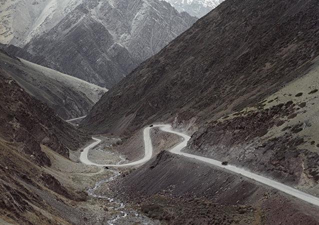 吉尔吉斯斯坦, 公路/资料图片/