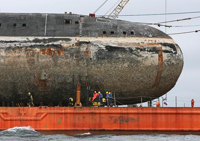 """消息人士:俄堪察加修船厂回收的一艘971型""""白斑狗鱼""""核潜艇起火"""