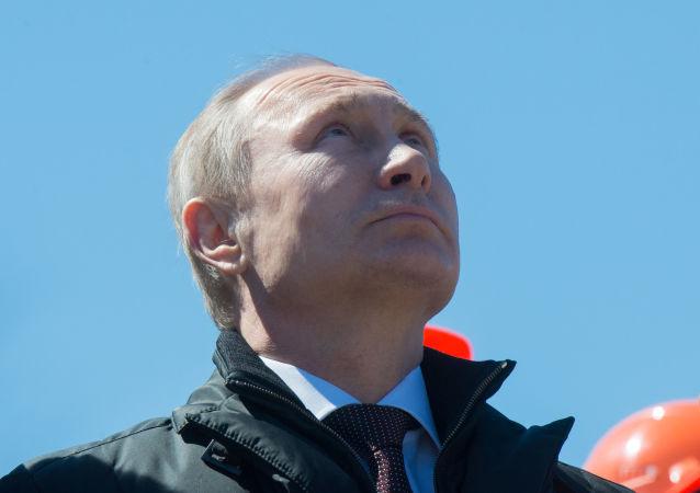 俄总统普京在阿穆尔州东方航天发射场(资料图片)