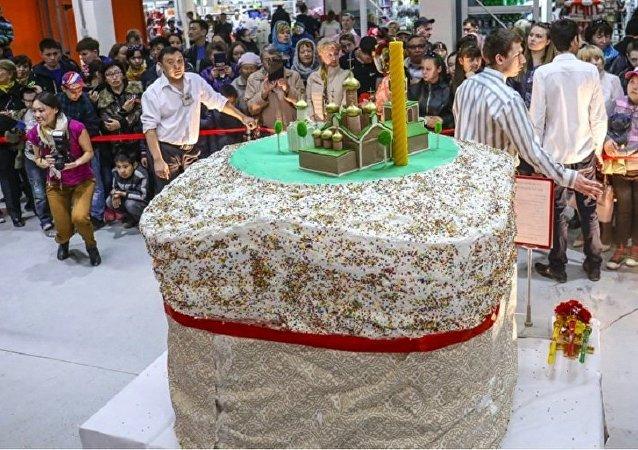 在雅库茨克的炉中烤出了400公斤的复活节蛋糕