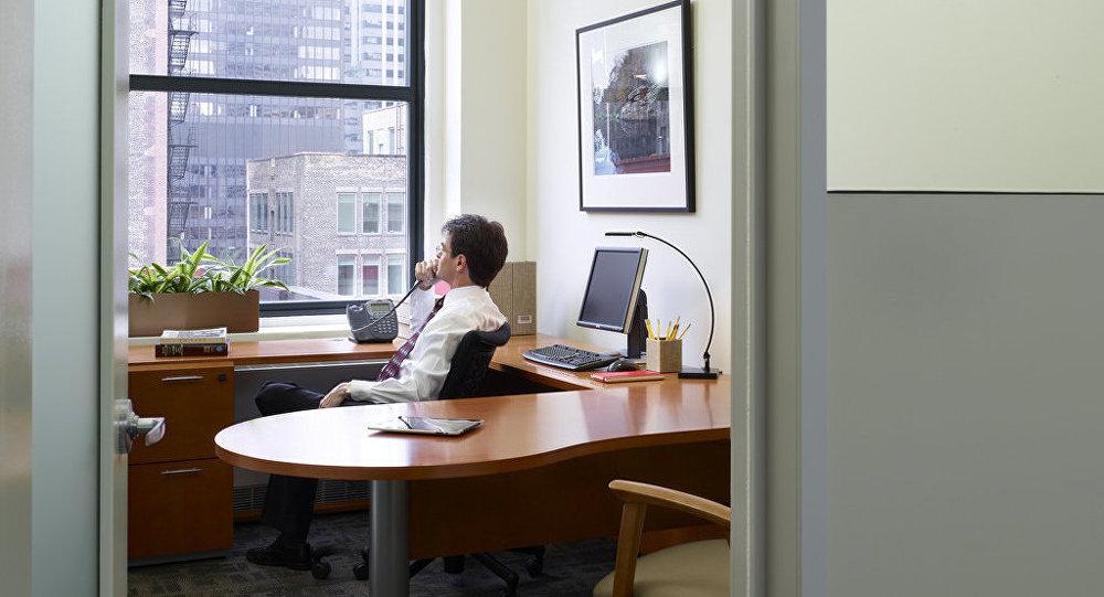 社会学家发现,大的集体在办公室上班容易导致离婚