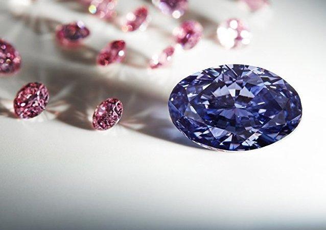 澳大利亚发现罕世紫钻