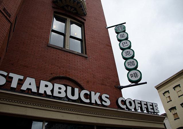 女子因咖啡加冰过多状告星巴克