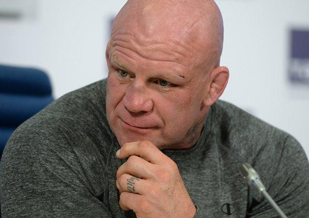 美国混合格斗选手莫森准备加入俄军