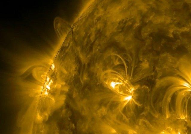 """太阳的巨型""""拱门"""""""