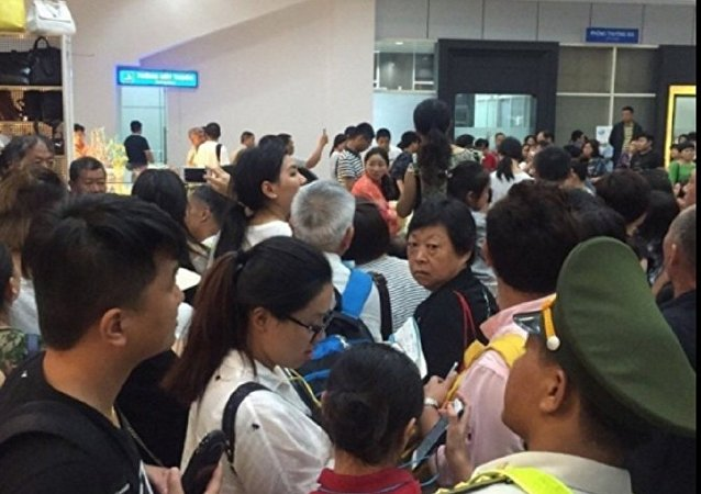 外媒:欣丰虎航航班因飞机内出现焦糊味在胡志明市机场紧急迫降