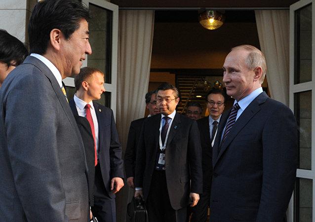 普京与安倍结束历时3个多小时的会谈