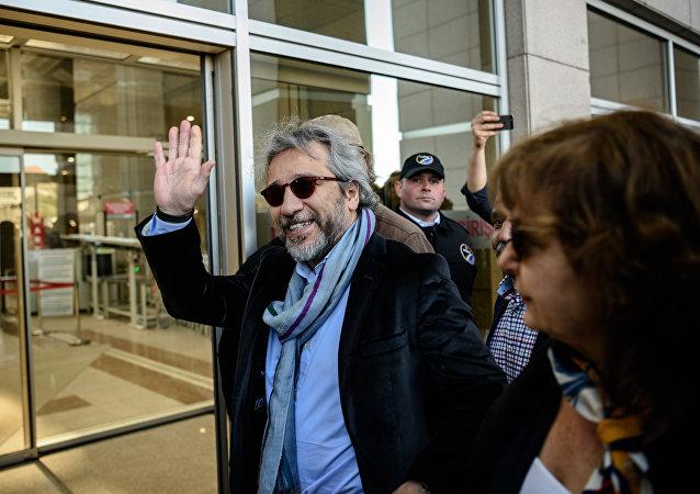 土耳其记者、反对派报社《 共和国报》(Cumhuriyet)主编詹·丁达尔