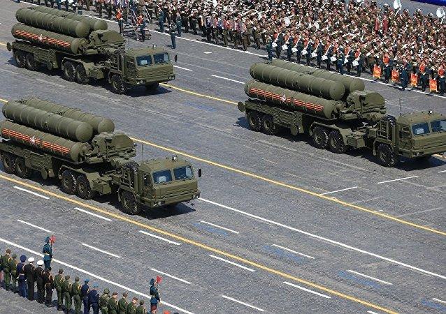 """""""凯旋""""C-400型高射导弹系统"""