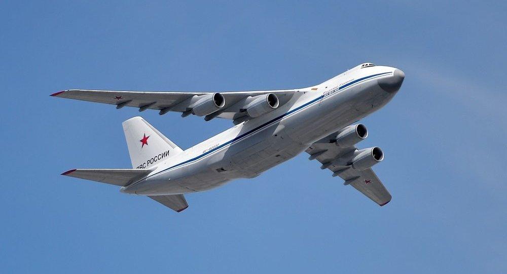 """安-124-100""""鲁斯兰""""运输机"""