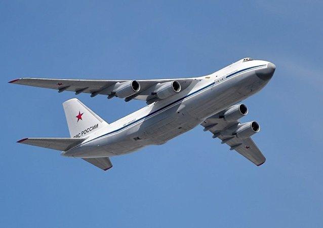 飛機安-124-100「魯斯蘭」