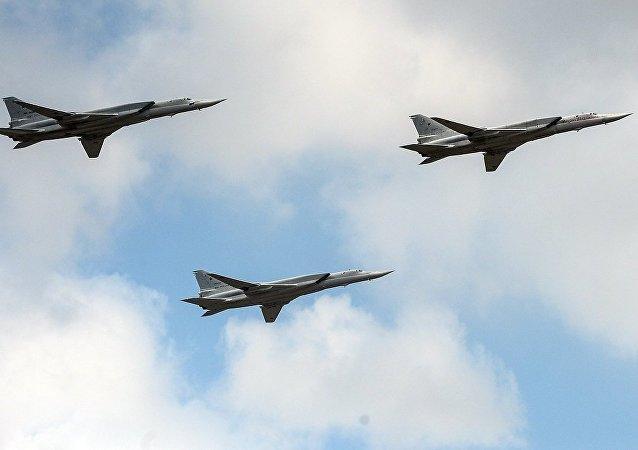 俄图-22M3轰炸机在吉尔吉斯斯坦集安组织演习中将打击假想匪帮