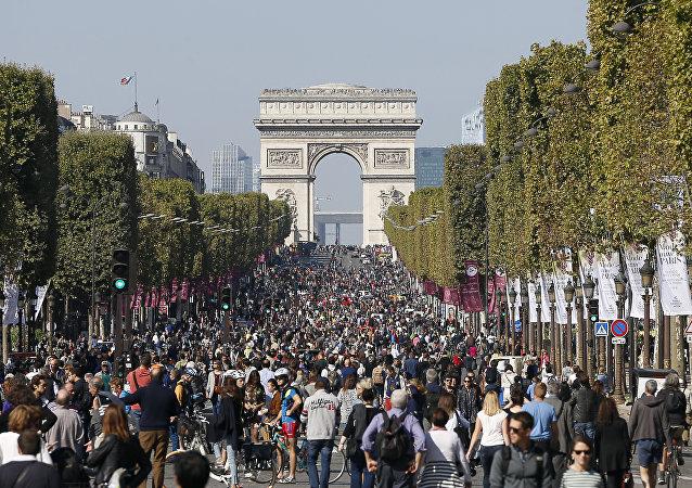 为抗雾霾巴黎香榭丽大道每月禁车一天