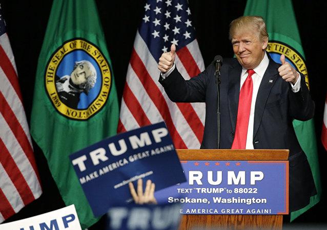 民调:美国人认为特朗普的健康状况更适总统角色