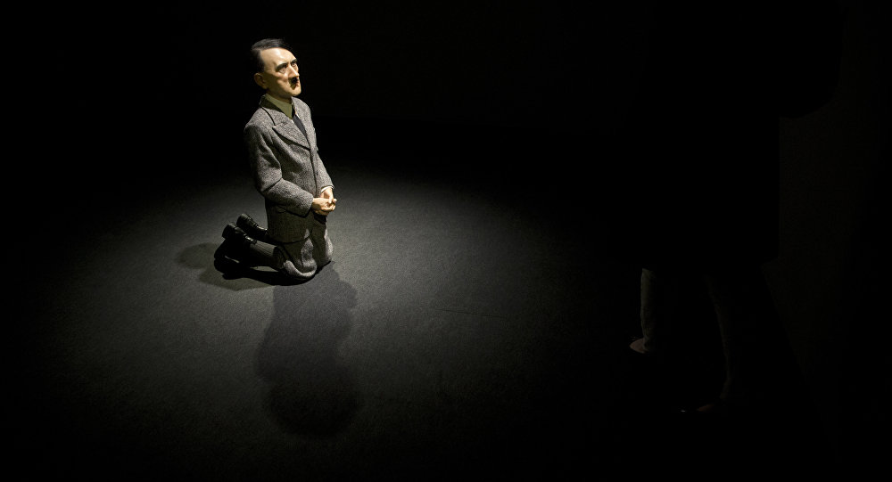 佳士得拍卖行以1700万美元拍出希特勒跪像