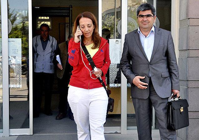 土耳其裔荷兰籍女记者厄布鲁•乌玛尔