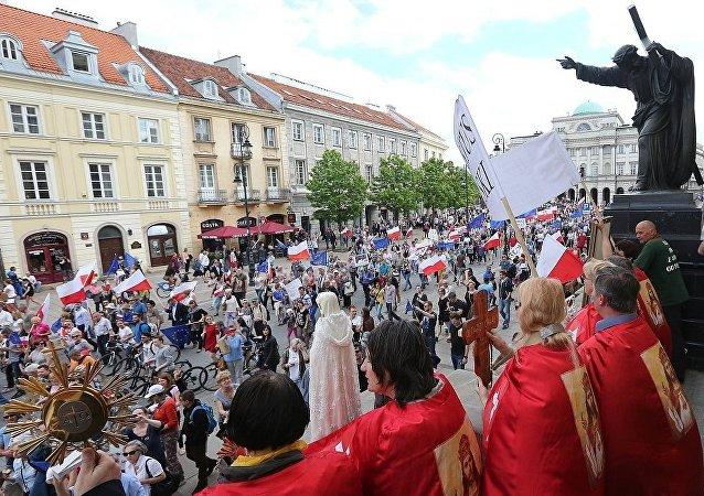 政治家:1989年以来华沙最大示威游行令波兰政府担忧