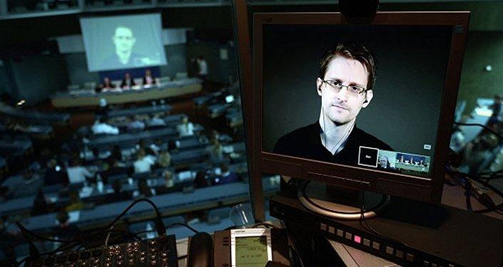 """斯诺登:维基解密公布的中情局文件""""真实"""""""