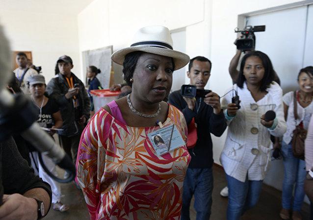 法蒂玛-桑巴-迪乌夫-萨穆拉(Fatma Samba Diouf Samoura)