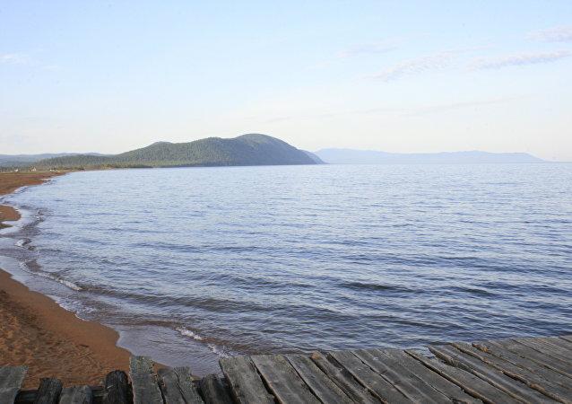 加拿大一女子因笃信导航仪指令而把车开进湖里