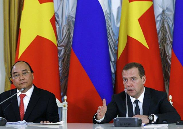 越南总理阮春福与俄罗斯总理梅德韦杰夫