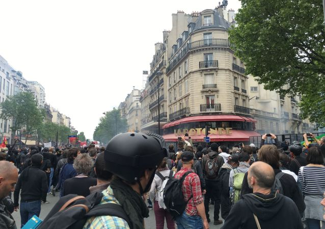 媒体:法国6.8万至22万人参加示威游行 反对劳动法改革