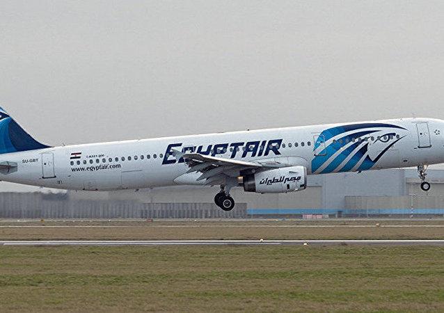 据媒体报道,希腊卡尔帕索斯岛以南发现失联埃及航空客机的残骸。