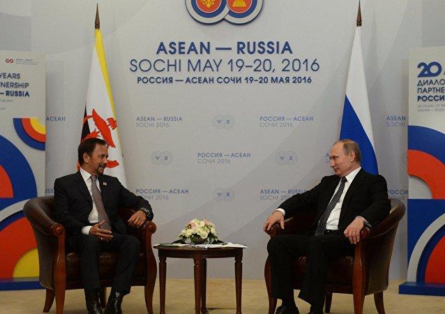 俄总统新闻秘书:俄罗斯与文莱有意在提炼燃料领域开展合作
