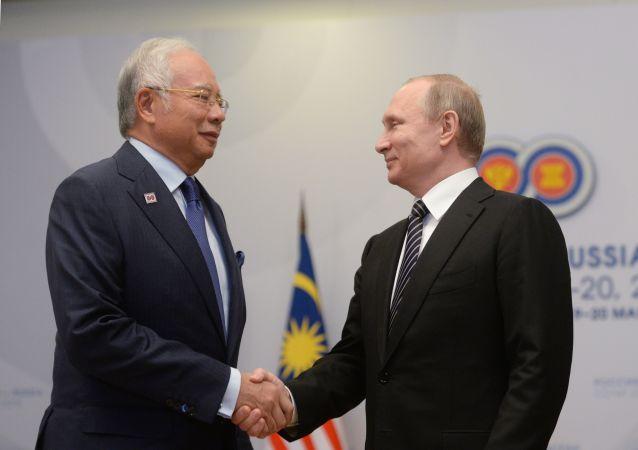 马来西亚总理在与普京会后称马航MH17空难调查出现进展