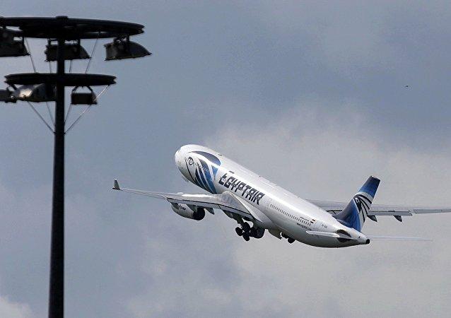 调查委员会:MS804客机记录仪的存储卡得以在法国被恢复