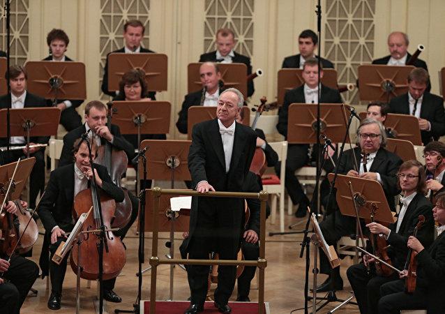 尤里·特米尔卡诺夫和圣彼得堡爱乐乐团