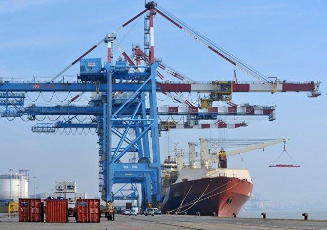 中国海关:2019年前11个月俄中两国贸易额达到1003.1亿美元 增长3.1%